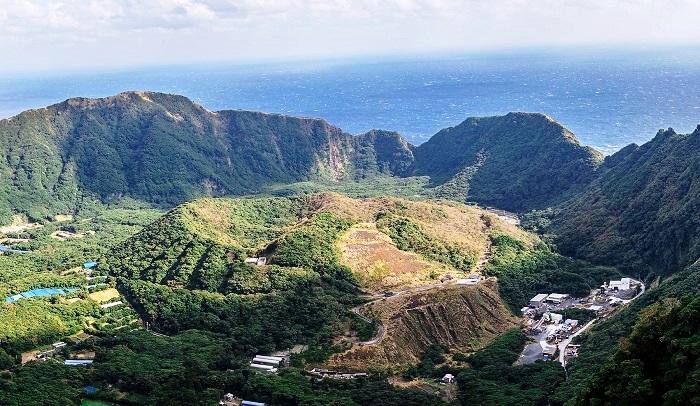 「caldera Aogashima」の画像検索結果