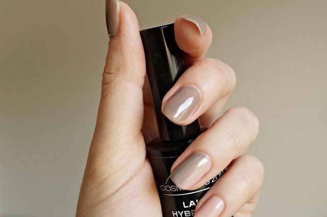 Manicure hybrydowy w domowym zaciszu - jak przygotowuje swoje dłonie.