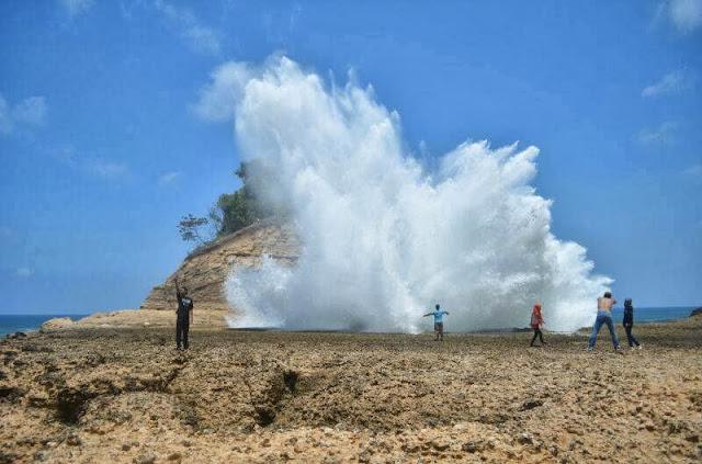 Tempat Wisata Pantai Pathok Gebang di Tulungagung