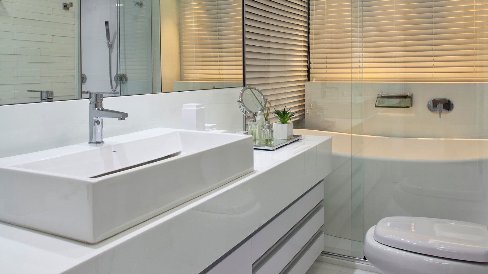 Decor Salteado Blog de Decoração Arquitetura e Construção #8C6E3F 1600x900 Banheiro Casal Dois Vasos