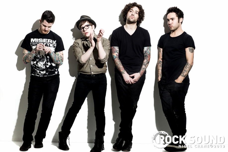 M A N I A Wallpapers Fall Out Boy Fotos Fall Out Boy Photoshoot Rocksound Fall Out Boy
