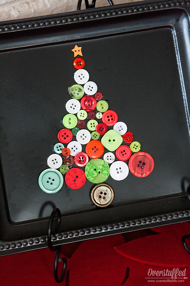 Use dollar store trays and your button stash to make fun Christmas decor. #overstuffedlife