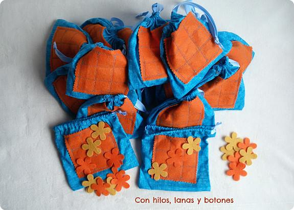 Con hilos, lanas y botones: Bolsitas tres en raya