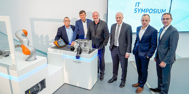 Image Attribute: From left: Heinz-Joachim Thust, Member of the General Works Council, Gunnar Kilian, Group Board Member for Humans Resources, Bernd Osterloh, Works Council Chairman, Frank Witter, Group Board Member for Finance and IT, Martin Hofmann, Group CIO, and Uwe Schwartz, Head of Planning Division Volkswagen Passenger Cars. / Source: Volkswagen AG / Photo number: DB2018AL00025