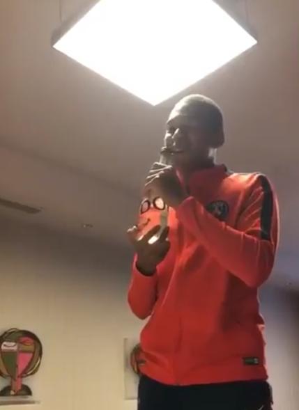 Sao trẻ đắt giá nhất lịch sử hát mua vui cho sao PSG