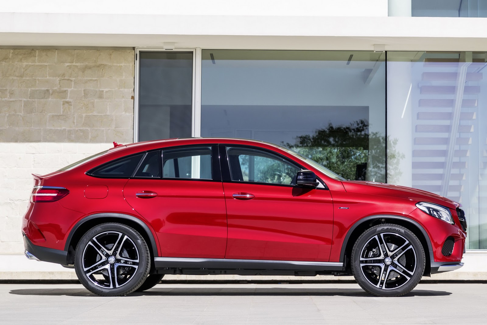 new gle coupe is mercedes 39 solution to its bmw x6 problem. Black Bedroom Furniture Sets. Home Design Ideas