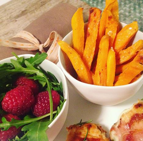 Süßkartoffelpommes und Rucola Himbeersalat_My Kitchen Logbook by Marlene Grünzweil