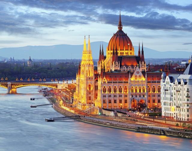 budapest-parlamento-ungherese-poracci-in-viaggio-paccheto-volo-hotel