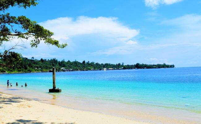 Xvlor.com White Sand Beach is south coast of Manokwari on north coast of Papua