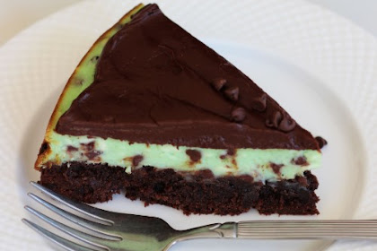 Peppermint Chocolate Brownie Cheesecake #christmas #cheesecake