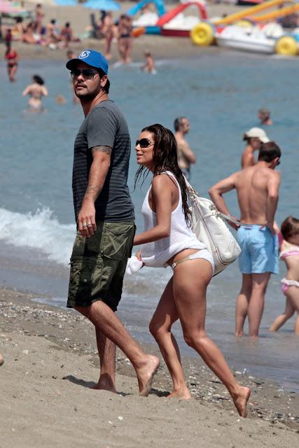 Eva Longoria con Eduardo Cruz en Marbella, luciendo un glamuroso bolso COACH. Divinos ¡¡ (Eva, Edu y el bolso)