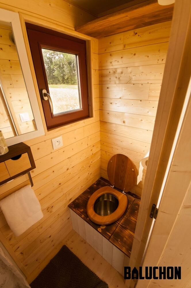 08-Composting-Toilet-Baluchon-Multi-Level-Prefabricated-Tiny-House-on-Wheels-www-designstack-co