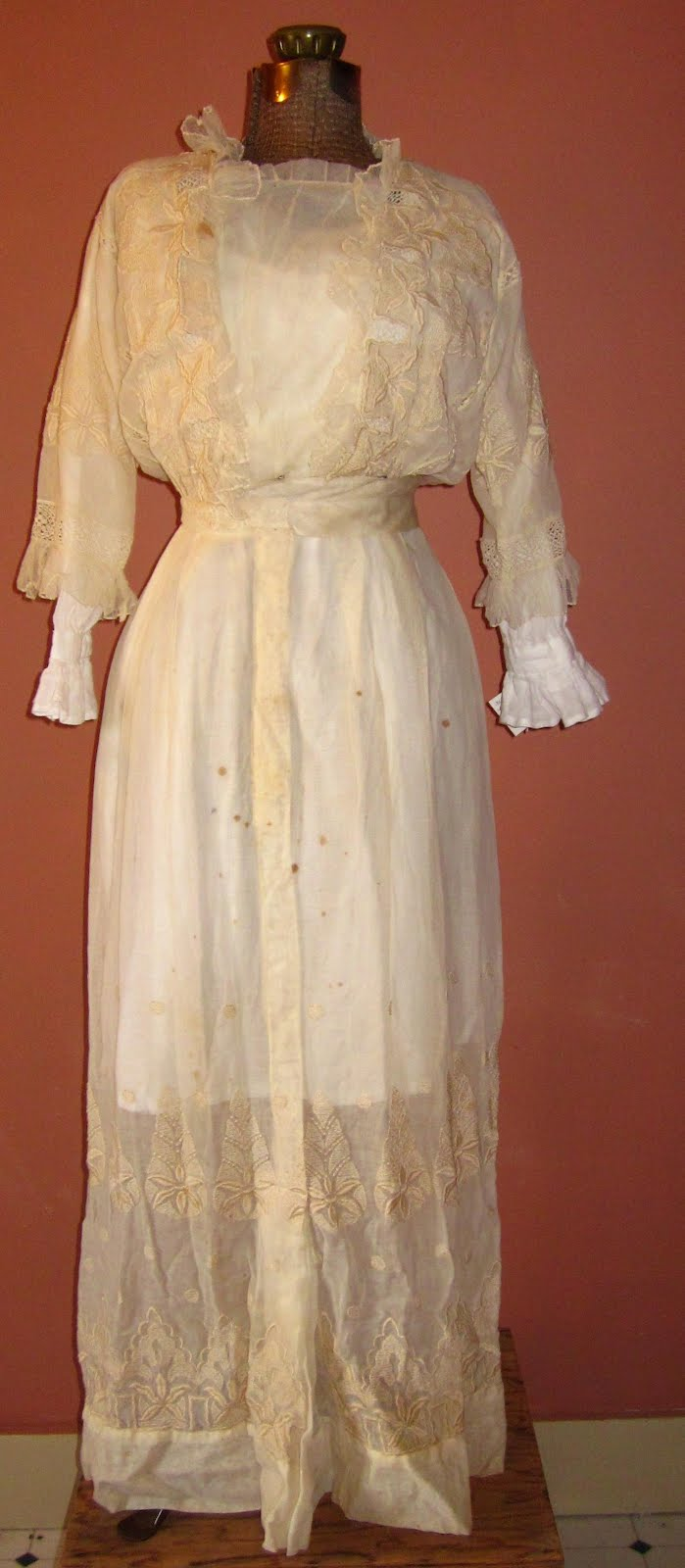 Art Beauty And Well Ordered Chaos 1900 1918 Wedding Dress