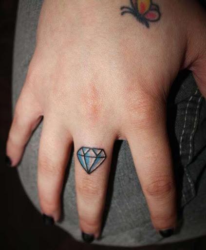 Diamante Tatuagem no Dedo