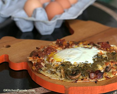 Mexican Gashouse Eggs, another easy, fun & flexible breakfast ♥ KitchenParade.com. Weekday Easy, Weekend Special. Weight Watchers Friendly.