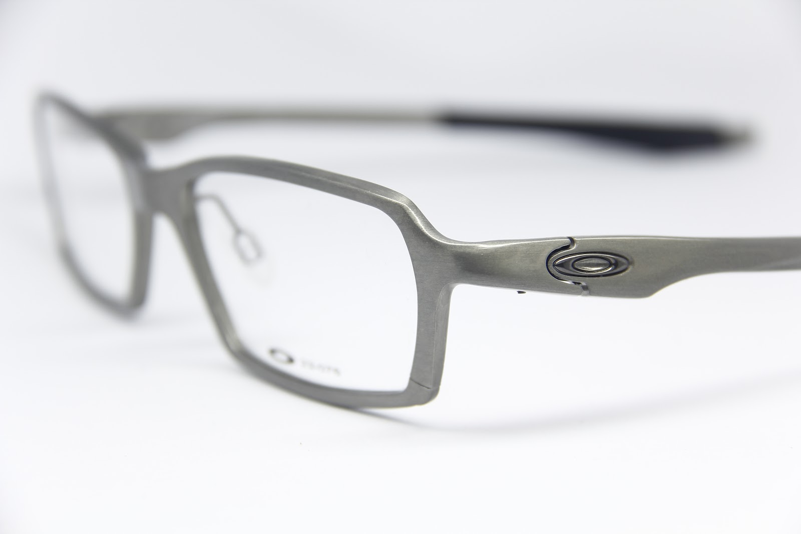 06b37907827 Oakley Concrete 2 0 Brushed Silver « One More Soul