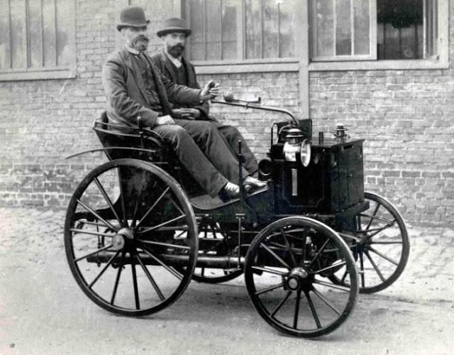 world's first race car