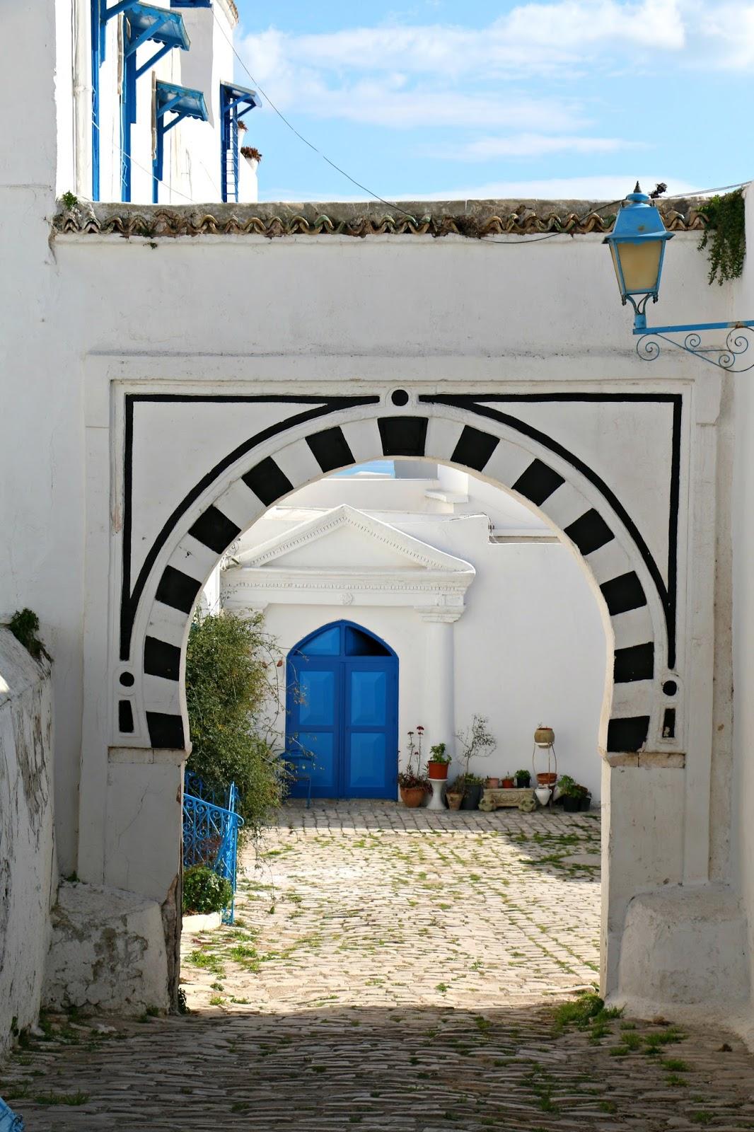 Pensieri in viaggio sidi bou said il paradiso delle porte for Decoration porte sidi bou said