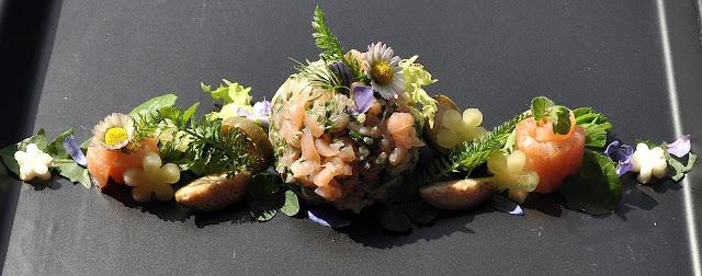 Lachsforellen-Tartar mit Wildkräutern