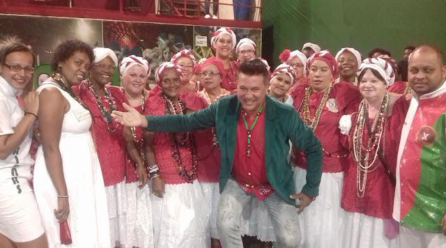 Carnavalesco Amarildo de Mello com Ala das Baianas da X-9 Paulistana - Foto: Acervo Pessoal