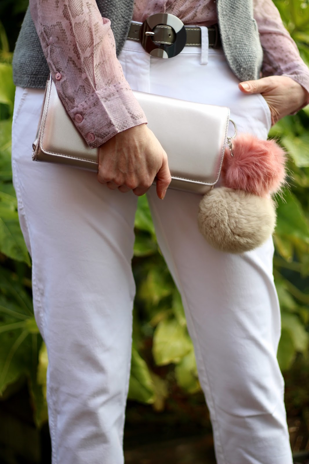 Matchy matchy Bag and Shoes | White, pink and grey in winter | Fake Fabulous
