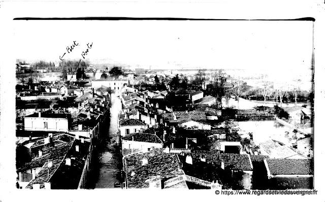 Photo noir et blanc à identifier : village inondé.