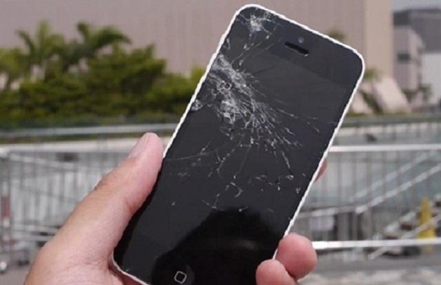kính iphone se bị vỡ cần thay mới