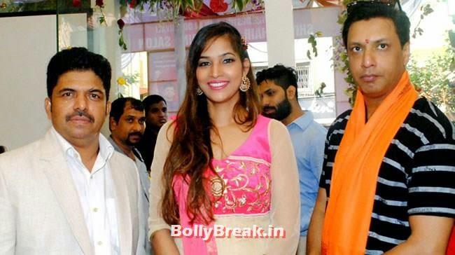 Shivarama K Bhandary, Tanisha Singh and Madhur Bhandarkar, Tanisha Singh, Aditya Thackeray  at Shiva Hair Design Salon Opening