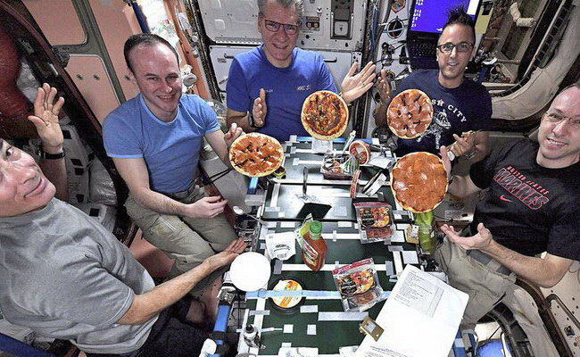Tinuku Astronauts make pizza at International Space Station