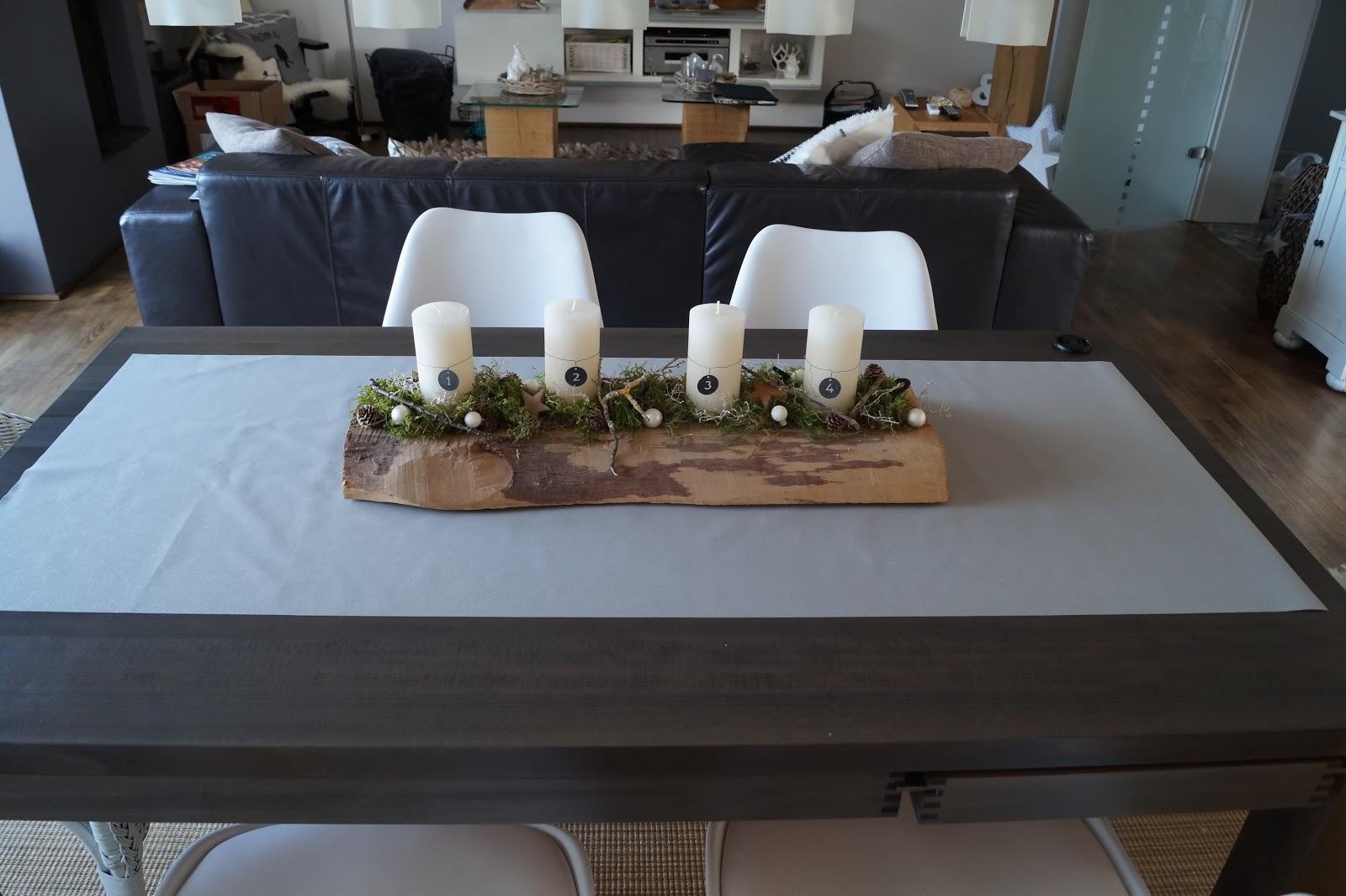 unser kleiner mikrokosmos der 1 advent steht vor der t r erste weihnachtsdeko. Black Bedroom Furniture Sets. Home Design Ideas
