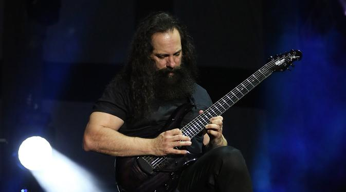 Penyesalan Gitaris Dream Theater Karena Tak Rilis Album Solo