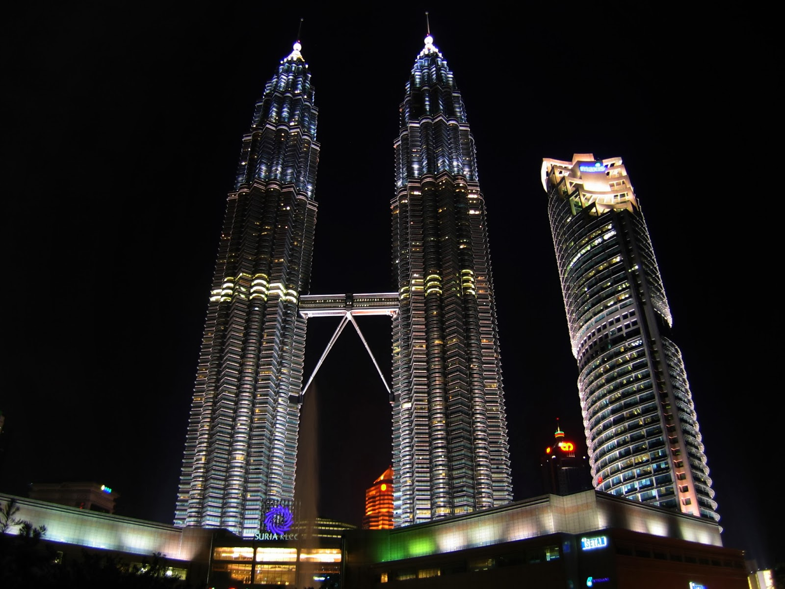3d Waterfall Wallpaper For Mobile Petronas Twin Towers Desktop Wallpapers View Wallpaper View