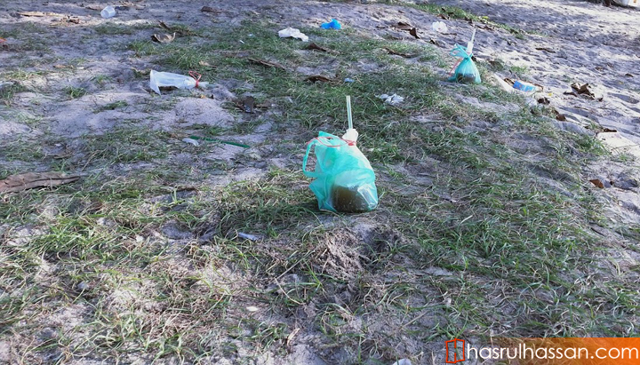 Suasana kotor dan sampah merata di Pantai Bersih Pulau Pinang
