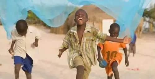 Tuyệt vời: Cô bé 7 tuổi cứu sống hàng triệu trẻ em châu Phi