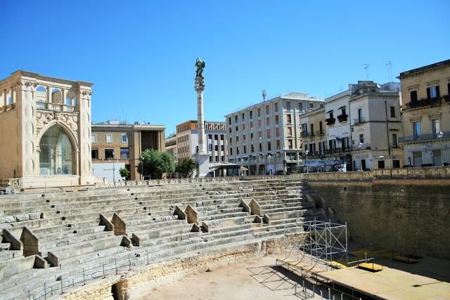 Anfiteatro, monumento romano, scalinate, gradinate