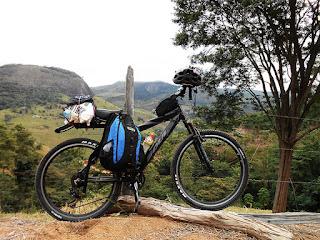 Transpondo a Serra dos Aimorés no extremo Noroeste do Espírito Santo. Foto Gilson Soares, 2014.