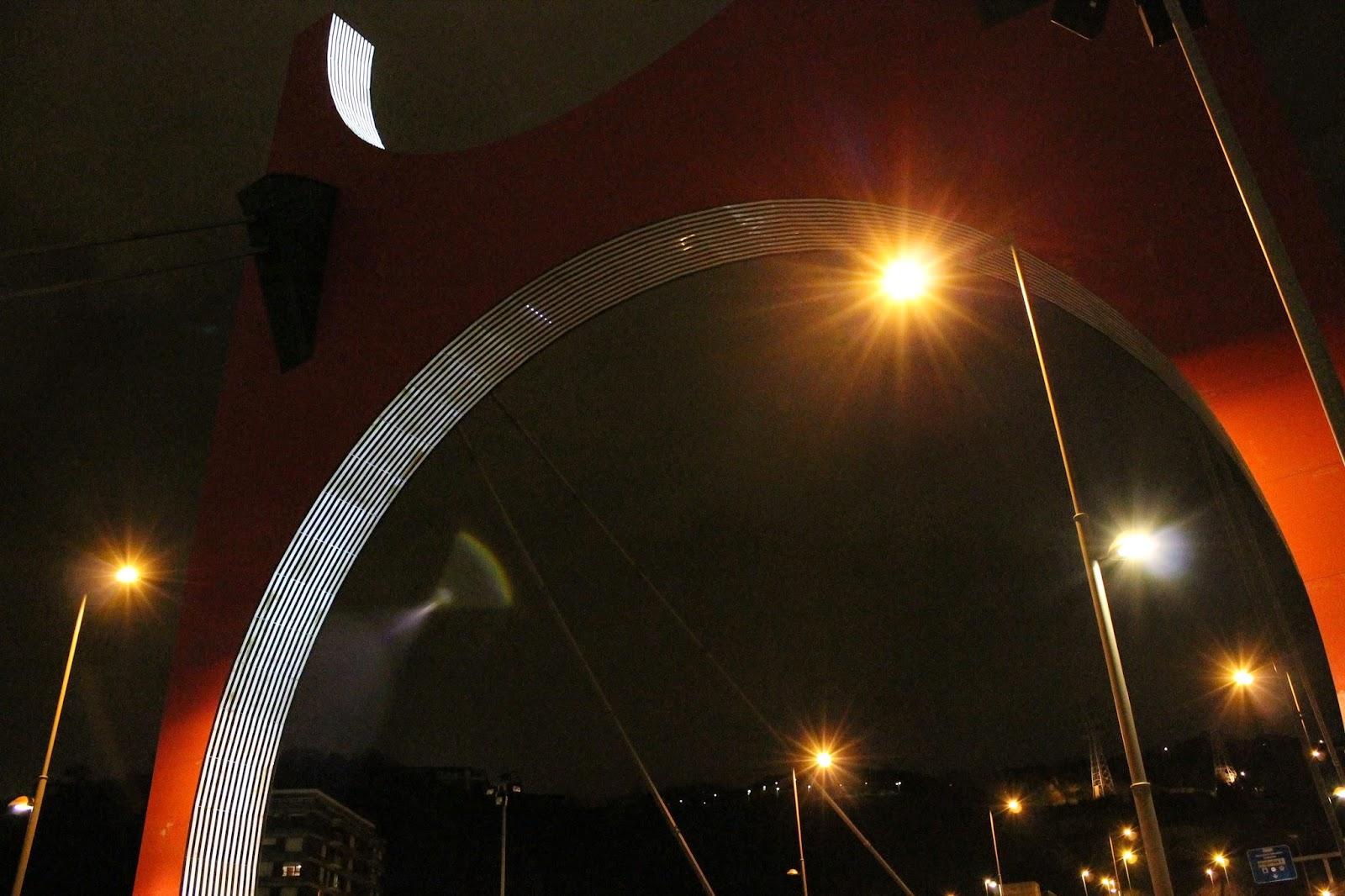 Obra: Arcos rojos/Arku gorriak - Daniel Buren