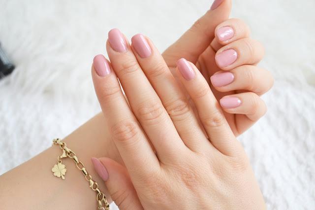 uroda, ulubieńcy kosmetyczni, wellness& beauty, batiste, benefit, galifornia, semilac, classic nude, 004,