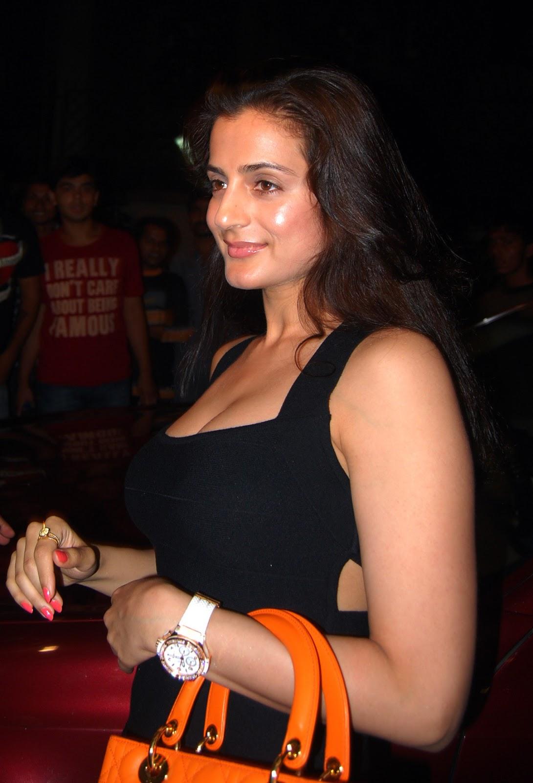 Divya dutta boobs wardrobe malfuction desi gand signup free at wwwdesiflimsxyz - 2 8
