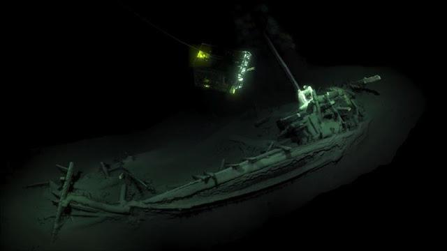 Hallan intacto un barco hundido en el mar Negro de hace 2400 años