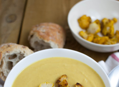 Zupa z pieczonego kalafiora i selera z curry