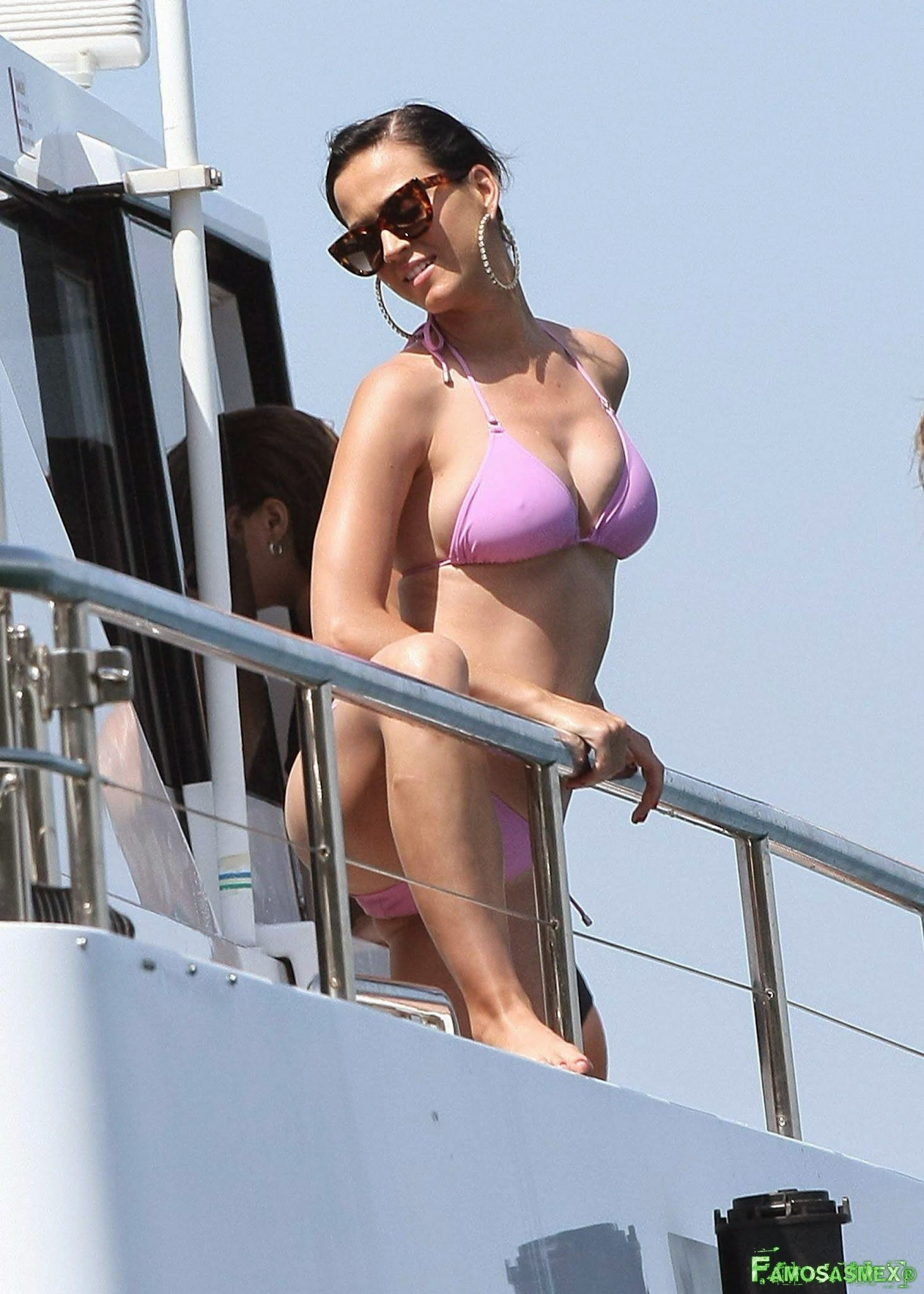 Katy Perry In Pink Bikini At Sydney Harbour X25 HQ Foto 1