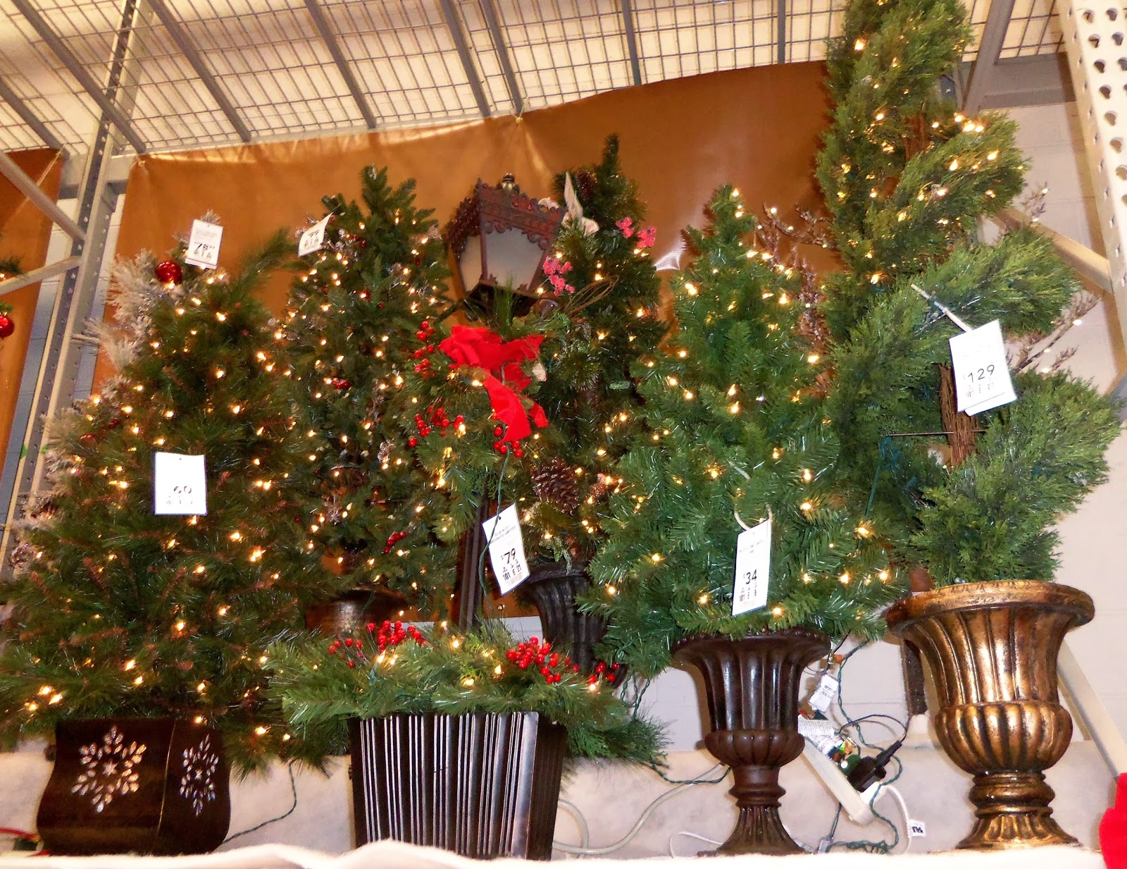 A DEBBIE-DABBLE CHRISTMAS: Christmas In The Stores: Lowes