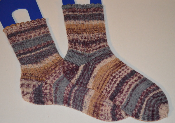 handknit socks in Drops Fabel Lavender mix