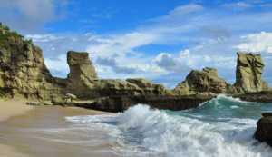 Pesona Pantai Klanyar Pacitan Jawa Timur