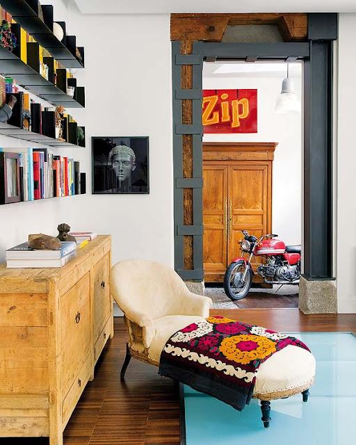 Eclectic colorat și dormitor înconjurat de cărămidă expusă