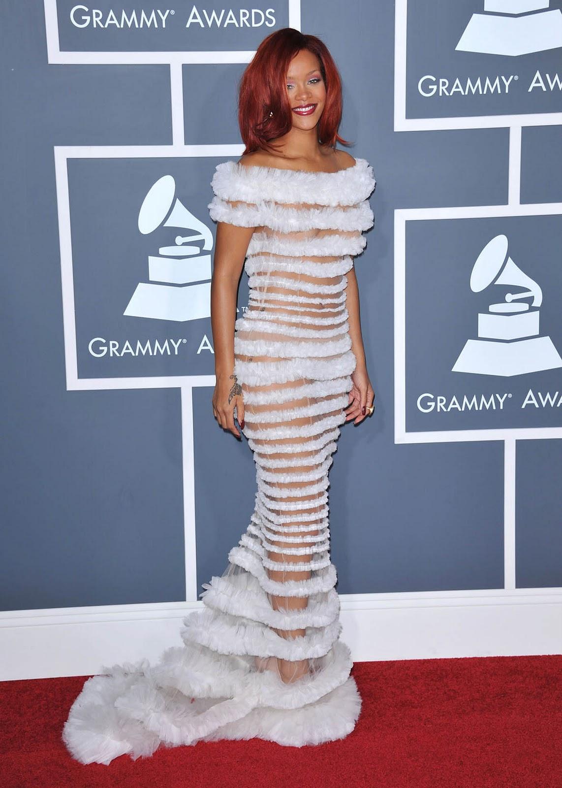 Silvi Celebrities Blog: RIHANNA SEE THROUGH WHITE DRESS