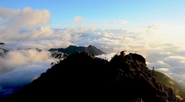 The Fanciful Dawn On The Bach Moc Luong Tu Peak 4