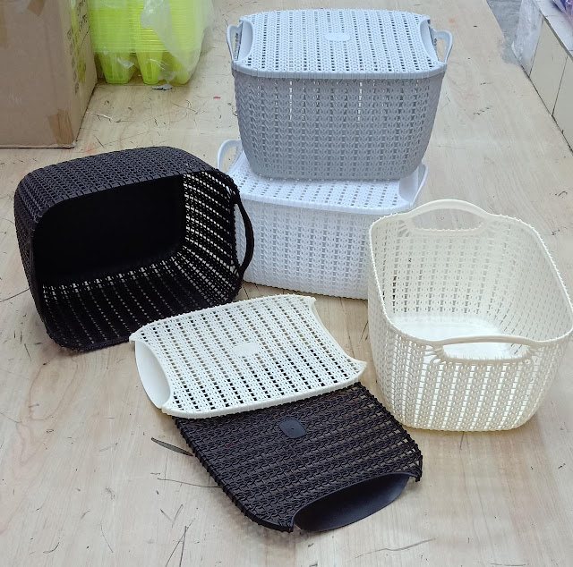Basket with lid / cover