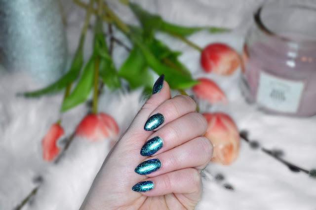pomysł na paznokcie hybrydowe, brokatowa inspiracja na paznokcie